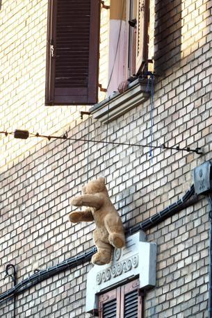 120716 - sgombero casa occupata via Mura di Porta Galliera social log - foto Nucci/Benvenuti - SGOMBERO CASA OCCUPATA VIA MURA DI PORTA GALLIERA - fotografo: BENVENUTI