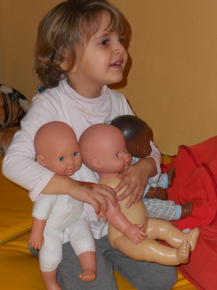 Nepi - bambina con bambola